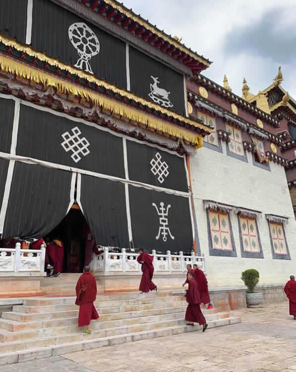 Lamas de Monastère de Songzanlin